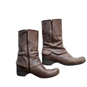 Blondo brown zip up boot, size 9